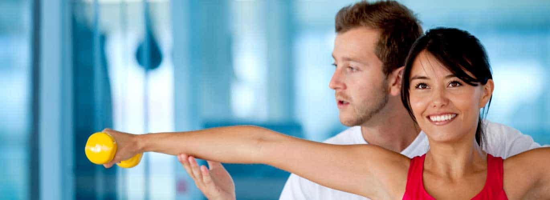 Fitnesstrainer – B- und A-Lizenz - Mann trainiert mit Frau