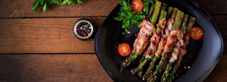 gesundes vom Grill - Spargel mit Bacon und Kirschtomaten